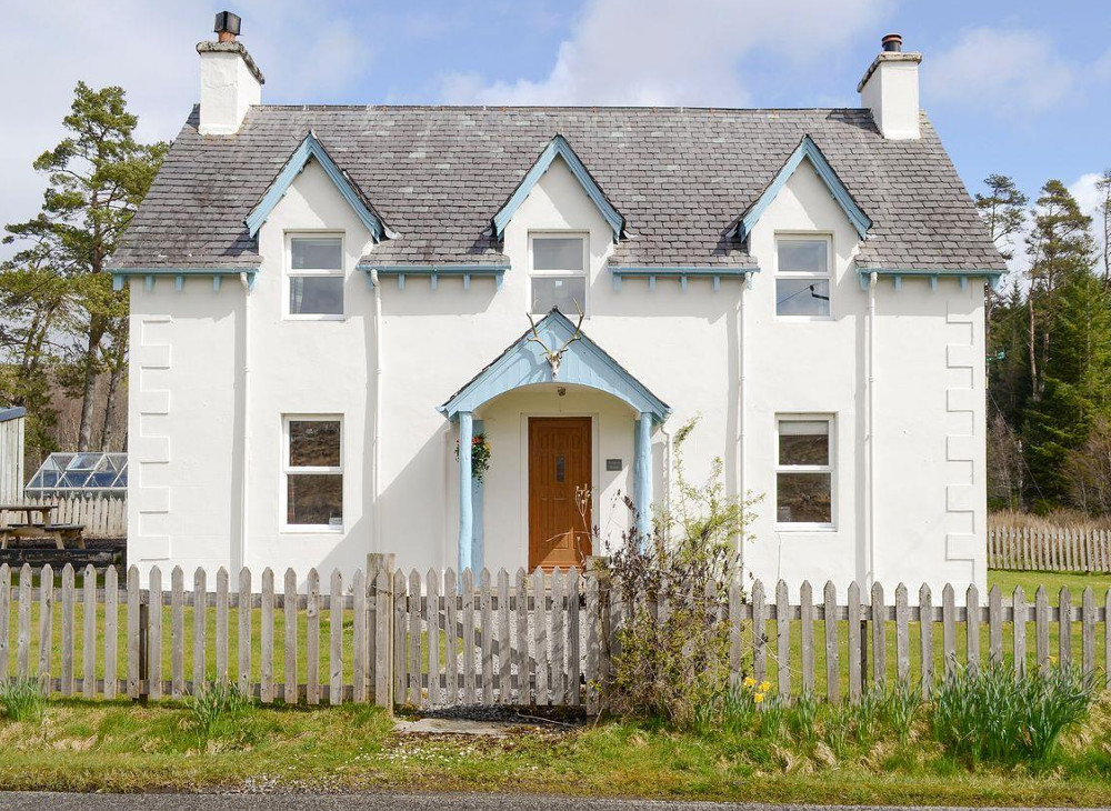 Glenrossal Cottages in Lairg, Highlands