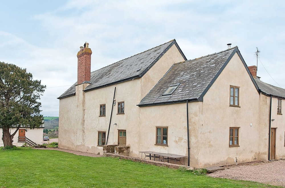 The Lowe Farmhouse at Much Dewchurch Cottages near Hereford