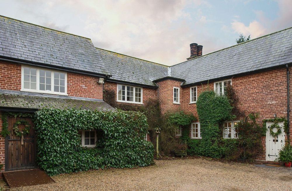 Tickton Hall at Tickton Hall Cottages in Beverley, sleeps 13 and has a hot tub