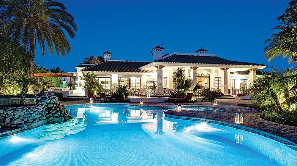 Villa Andalucia in Puerto Banus, Costa del Sol, sleeps 20 people