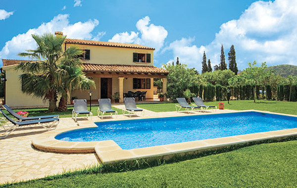 Villa Antonias in Pollensa is in the popular resort on Mallorca