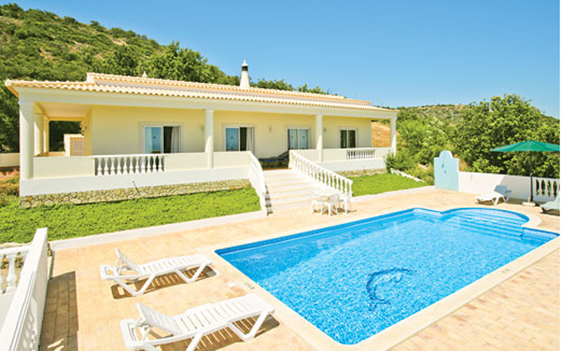 Villa Paraiso in Estoi, Algarve, near to Roman Ruins of Milreu, sleeps 6