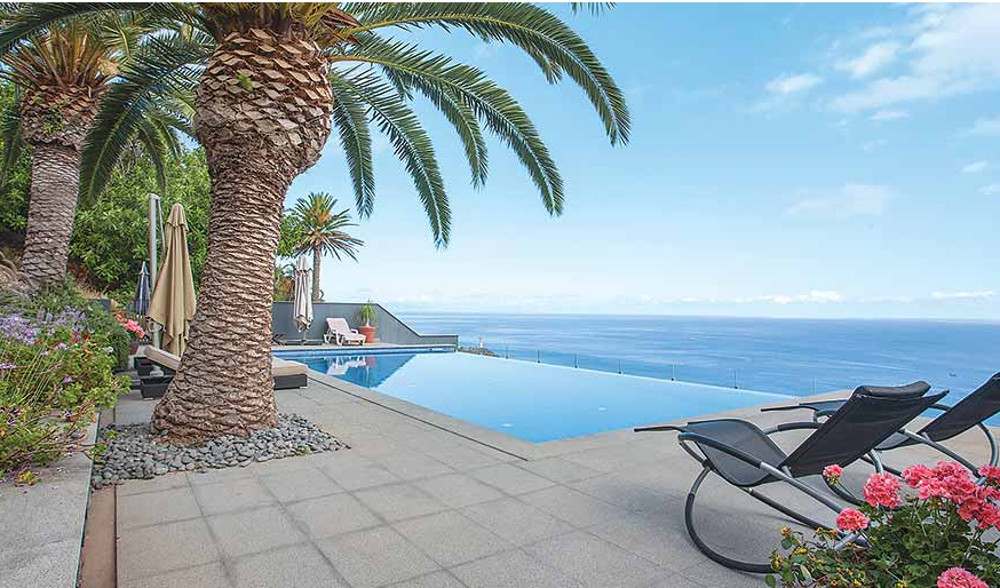 Villa Miradouro in Garajau on Madeira sleeps 8