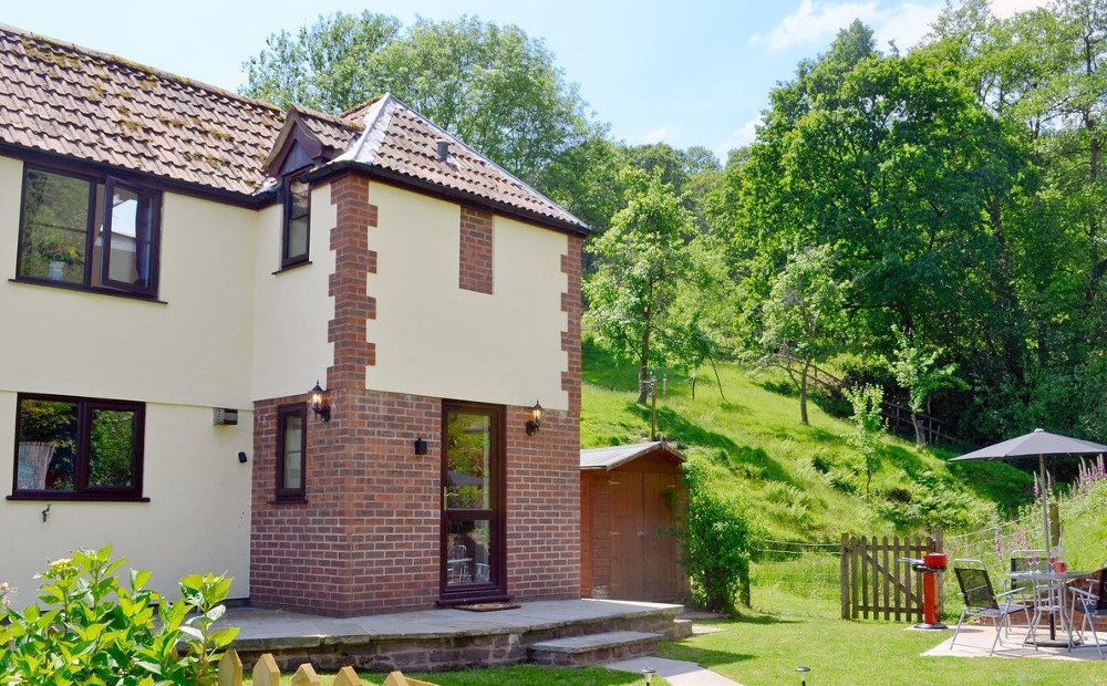 Wonder Box Cottage in Popes Hill, Newnham-on-Severn